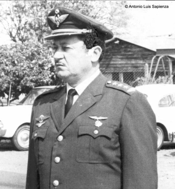 General de División Luis González Ravetti: El entonces Coronel DEM Luís González Ravetti, tercer presidente de LAP. Foto copyright:Archivo del Cnel.(SR) Basilio Yebrán.