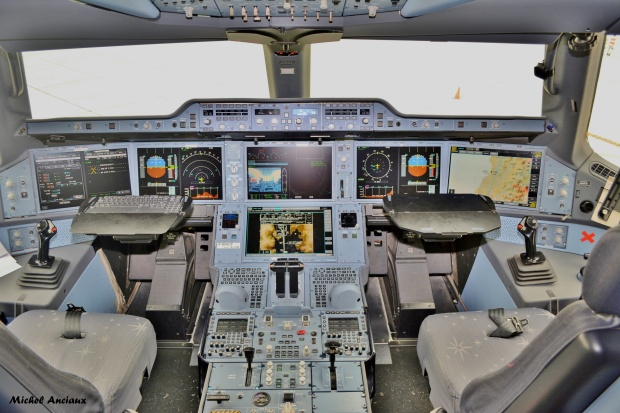 903-cockpit-of-airbus-a350-941-f-wwcf