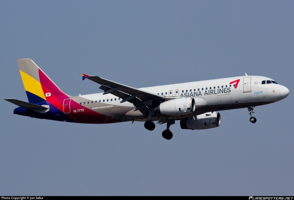 hl7772-asiana-airlines-airbus-a320-232_PlanespottersNet_542053