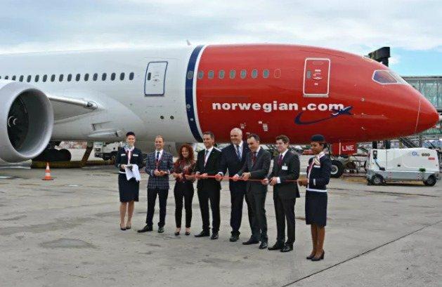 norwegian-inauguracion-vuelo-barcelona-eeuu-los-angeles-boeing-787
