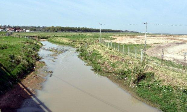 el-arroyo-itay-a-su-salida-del-silvio-pettirossi-cerca-del-puente-situado-al-norte-del-aeropuerto-_950_573_1530796