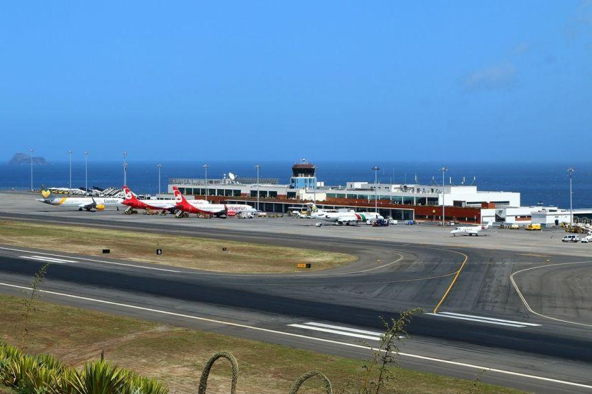 Madeira_Airport_(May_2015)