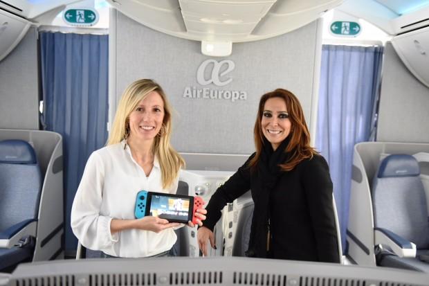 Esther Solanas responsable de Just Dance en Ubisoft Spain izqda y Sandra Lenis directora de Producto Clientes de Air Europa