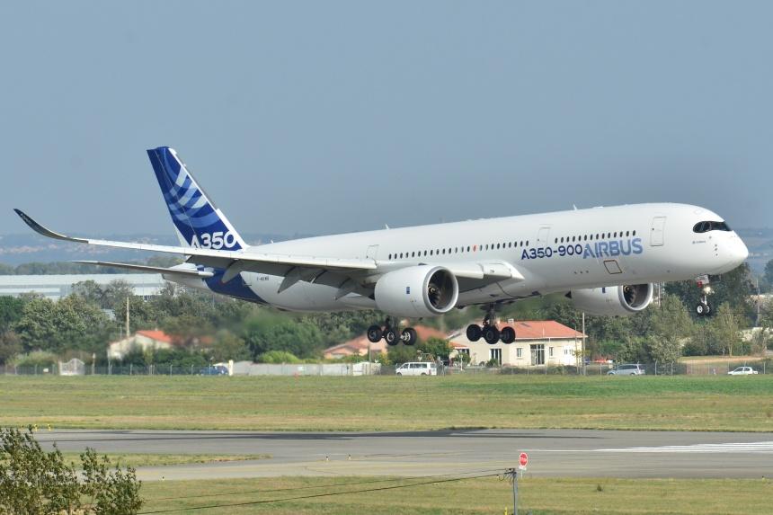 Airbus_A350-900_XWB_Airbus_Industries_(AIB)_MSN_001_-_F-WXWB_(10498346544)
