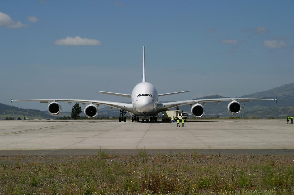 Airbus_A380-800_at_Bole_International_Airport_Stehmann-1