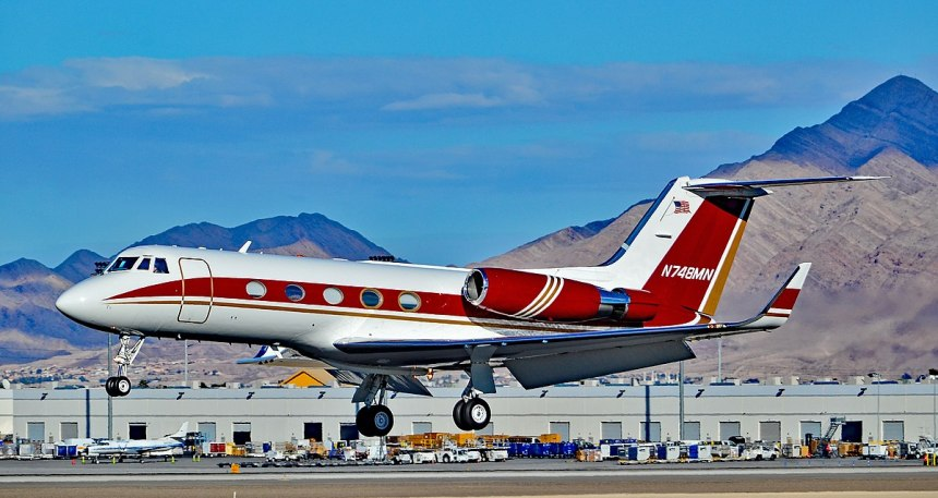 1200px-N748MN_1977_GRUMMAN_AMERICAN_AVN._G-1159_Gulfstream_II_s-n_215_(30656219254)