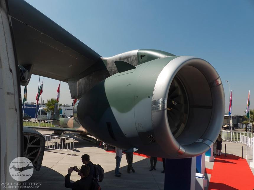 P1080841 KC-390 Puerta