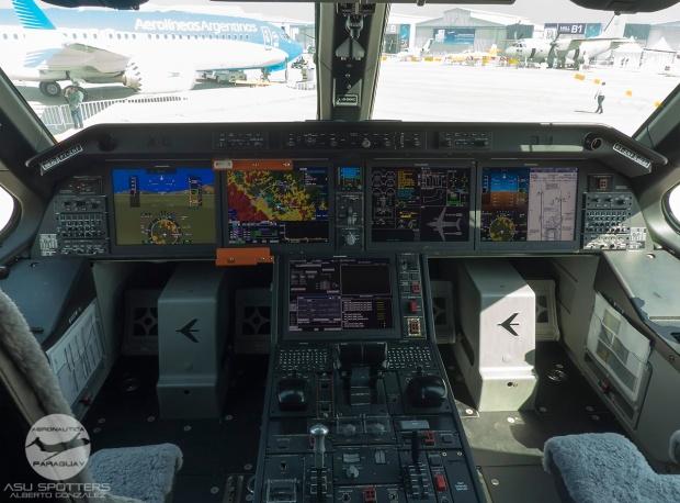 P1080842 KC-390 Cockpit