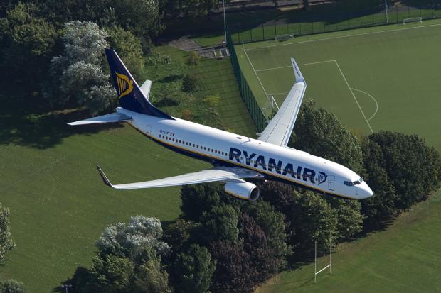 01-ryanair-b737800-Ryanair