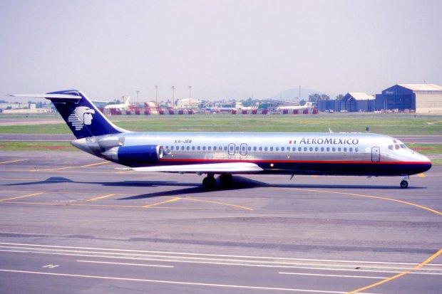 250ex_-_AeroMexico_DC-9-32,_XA-JEB@MEX,24.07.2003_-_Flickr_-_Aero_Icarus