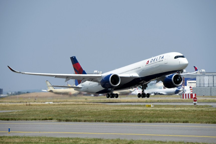 A350-900-MSN115-Delta-take-off-005