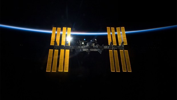 iss-complete-panels-glowing-2009-sts-119-desk-1360