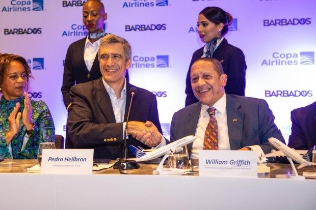 Pedro-Heilbron-Presidente-Ejecutivo-de-Copa-Airlines-y-William-Griffith-Director-Ejecutivo-de-la-Oficina-de-Turismo-de-Barbados