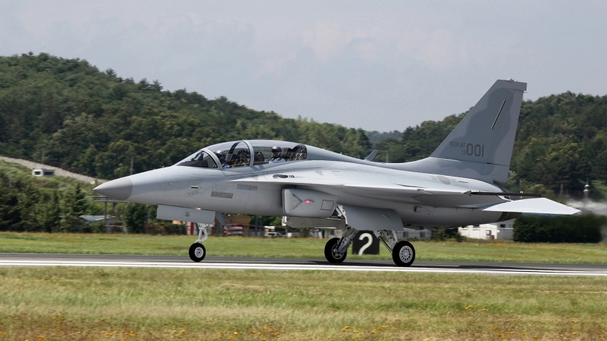 FA-50 Taxi Side View - Korea Aerospace Industries thru Flickr