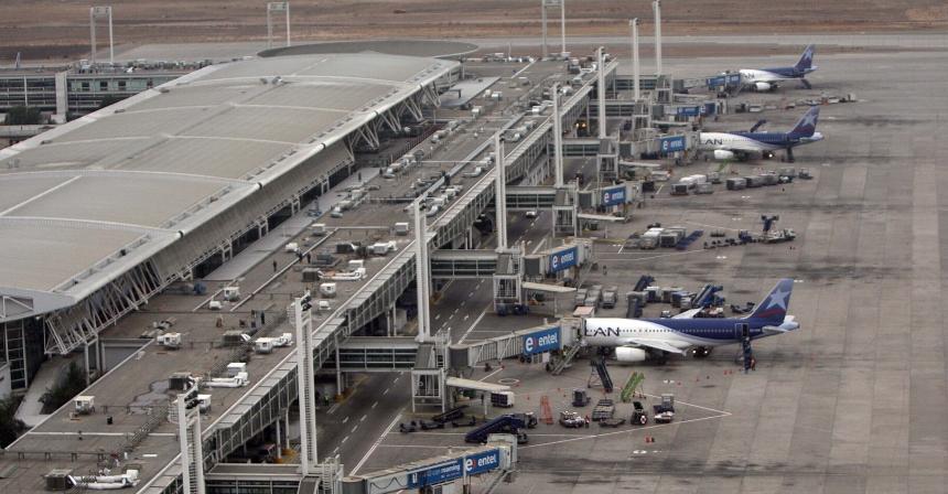 Aeropuerto Pudahuel y aviones Lan