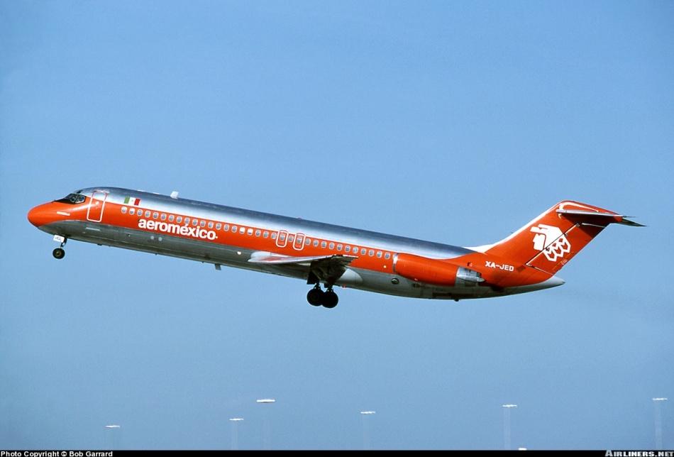 Douglas-DC-9-32-XA-JED-was-Aeroméxico-Flight-498-31-August-1986-by-Bob-Garrard