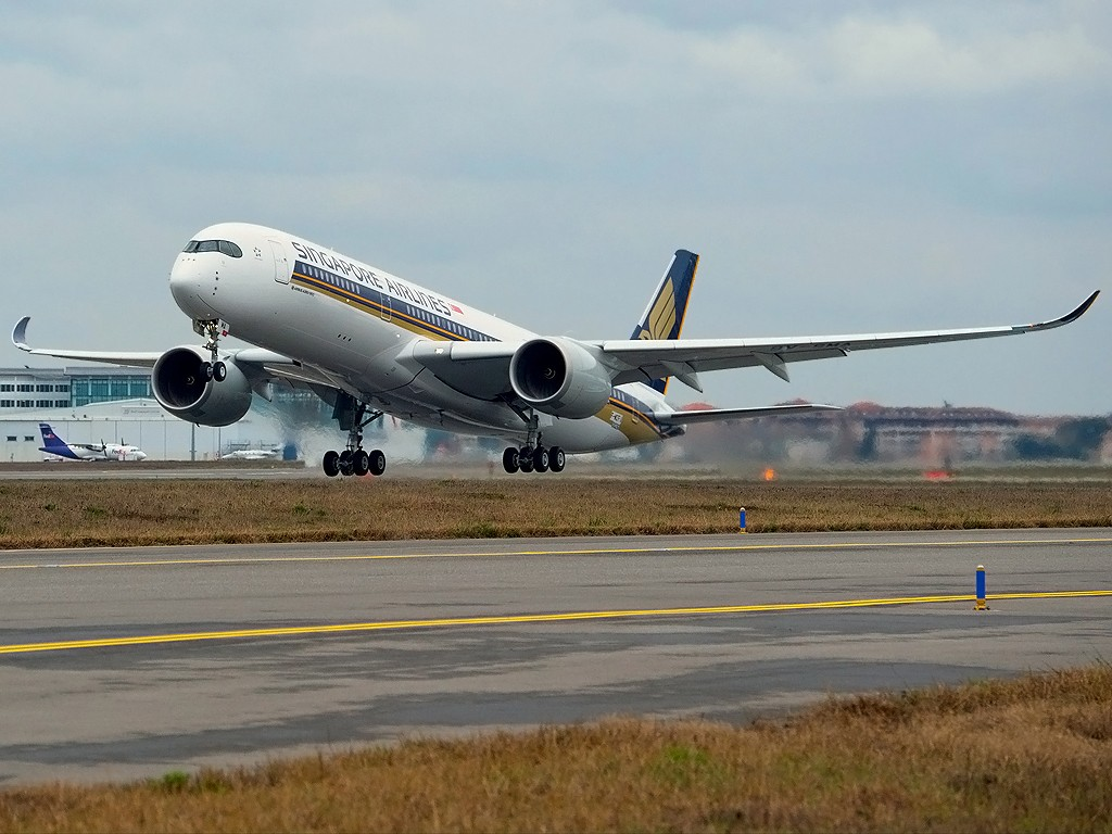 A350-900_Singapore_Airlines_first_flight_3-1024x768