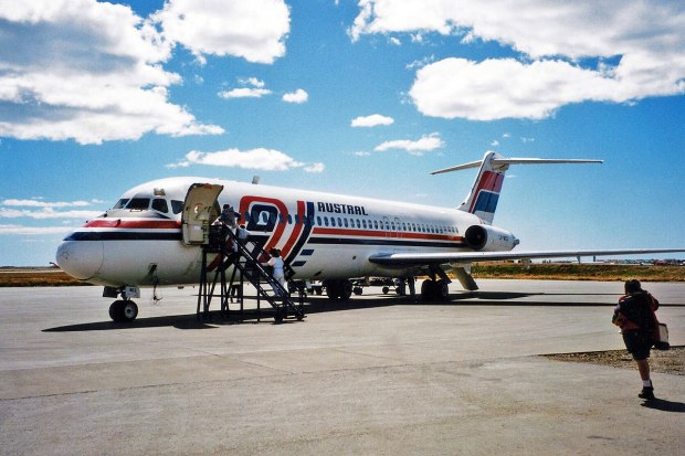 1200px-Austral_Lineas_Aereas_McDonnell_Douglas_DC-9-32_LV-WEG_(25582189983)