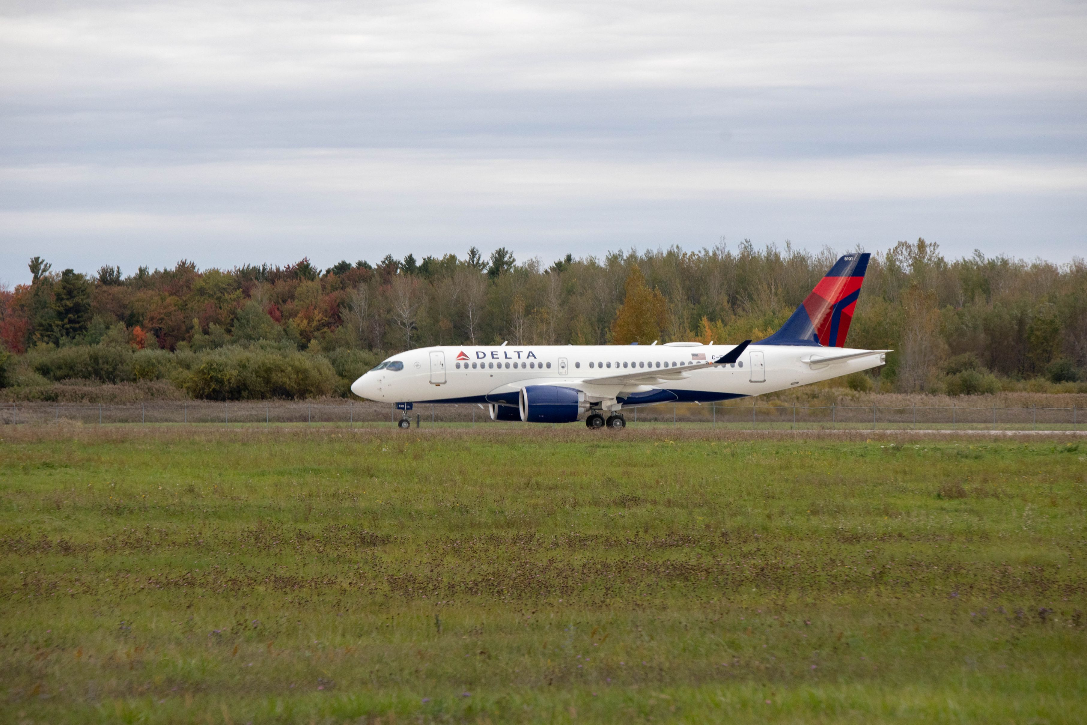 A220-100-DELTA-AIR-LINES-TAKE-OFF-02