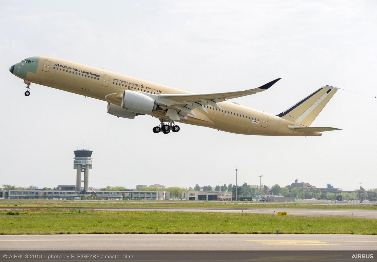 A350-900-ULR-Singapore-Airlines-take-off