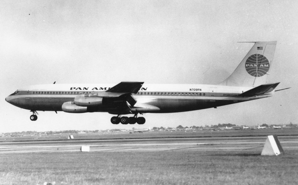september-8-1959-a-pan-am-boeing-707-the-first-american-built-jet-airliner-to-land-in-britain-lands-in-london-10-crew-members-and-23-passengers-made-the-historic-tr.jpg