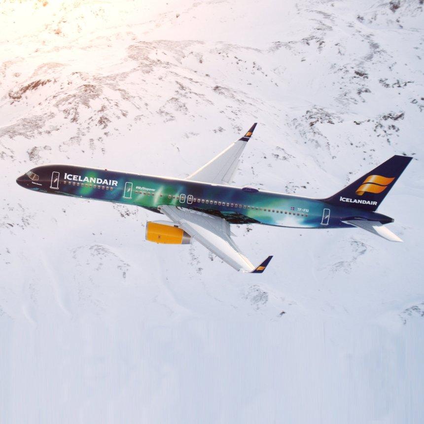 201502-hd-icelandair-helka-aurora-plane