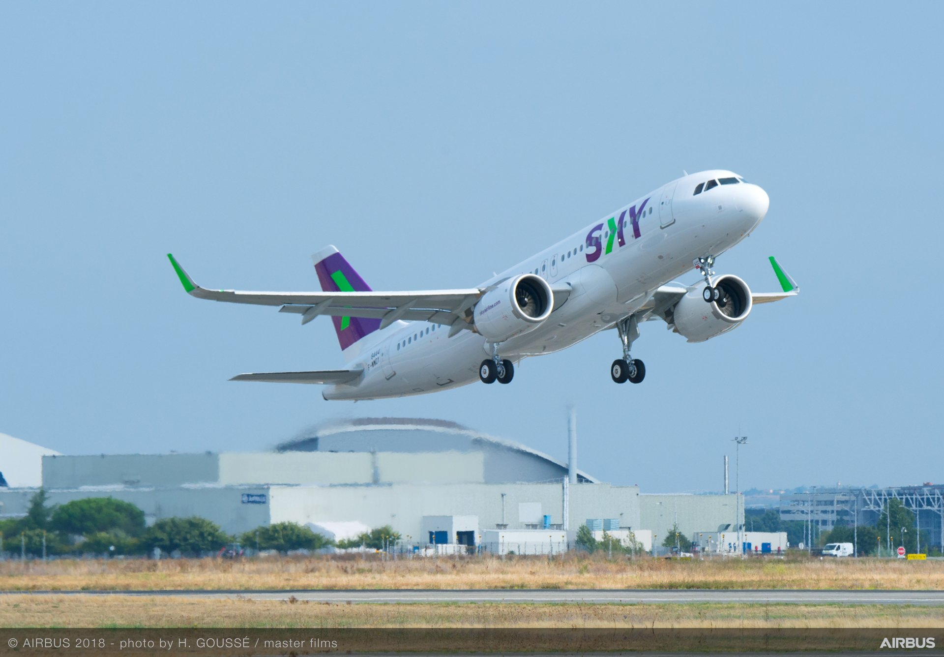 A320neo-Sky-Airlines-MSN8444-take-off-007