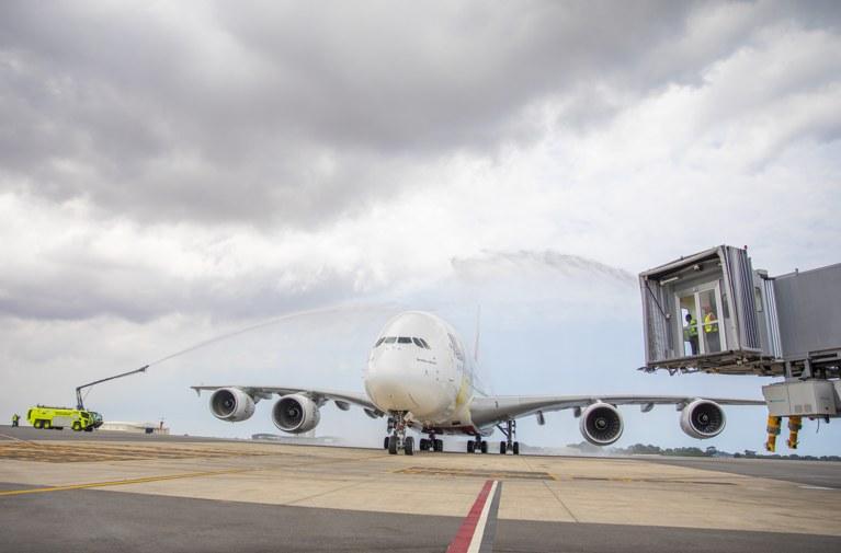 airbus-a380-emirates-terminal-3-aeropuerto-kotoka