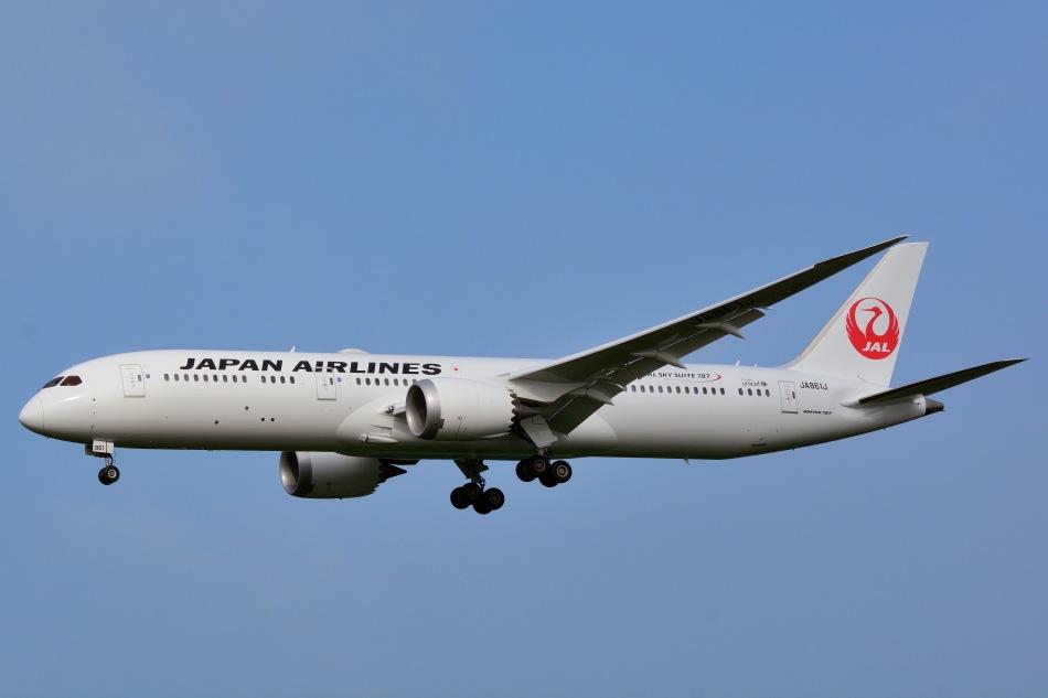 Japan_Airlines,_Boeing_787-9_JA861J_NRT_(19455285040)
