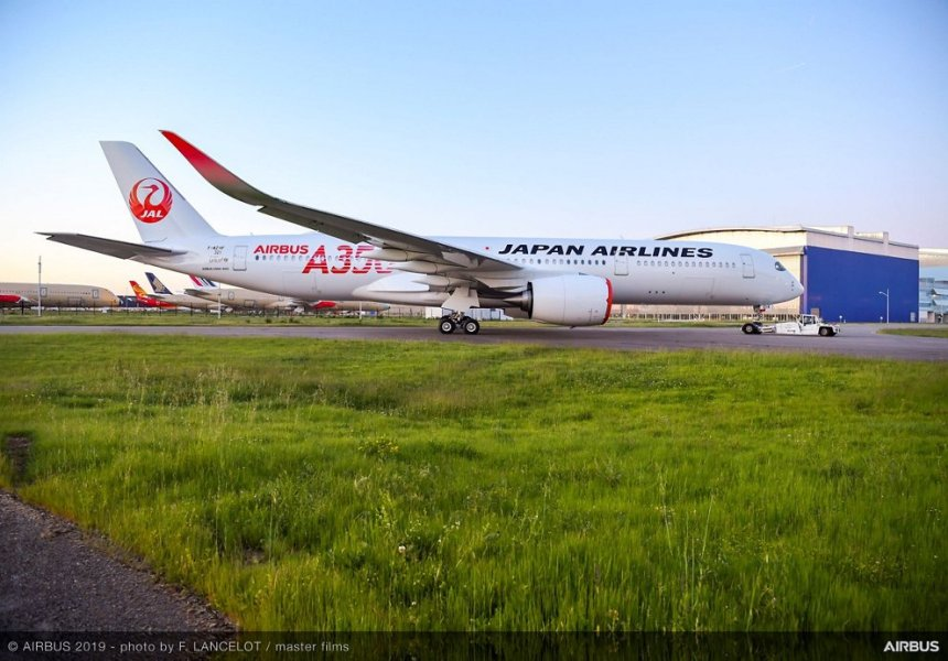 A350-900-Japan-Airlines-rolls-out-paint-shop-009-resized