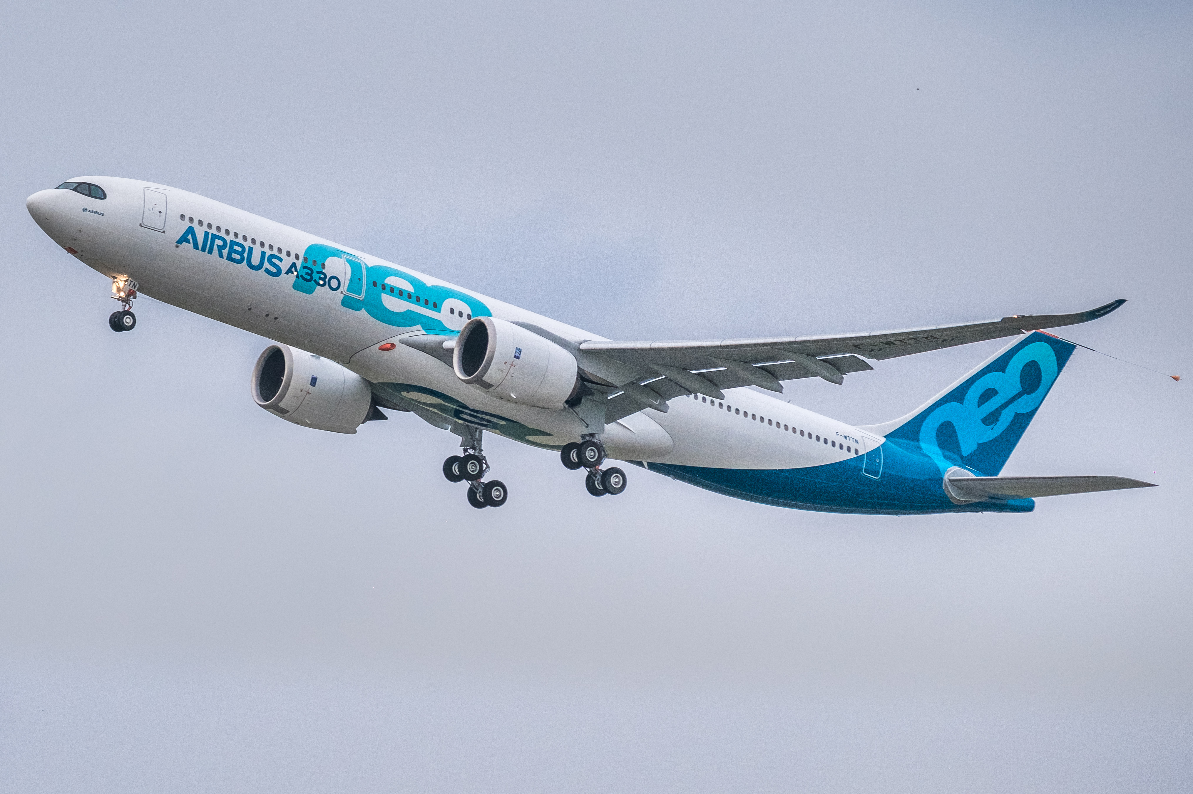 Airbus_A330neo_first_take-off_(cropped)