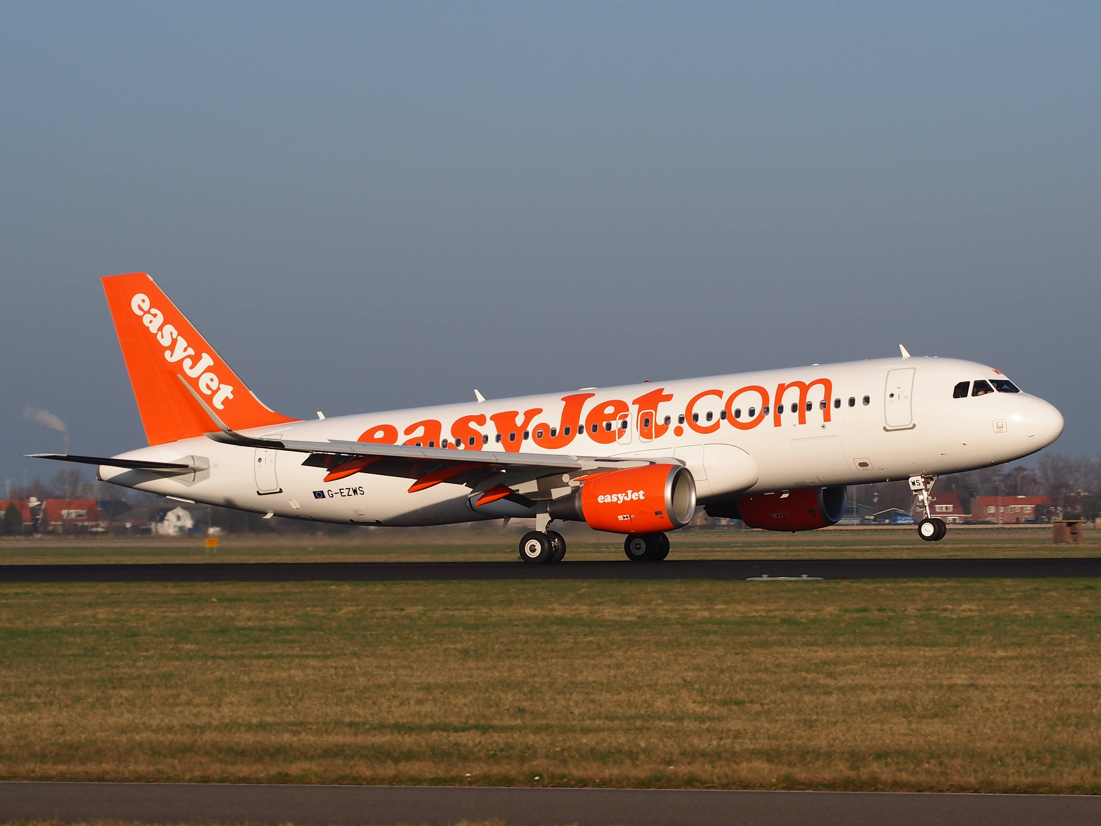 G-EZWS_easyJet_Airbus_A320-214(WL),_landing_at_Schiphol_(AMS_-_EHAM),_Netherlands,_pic3