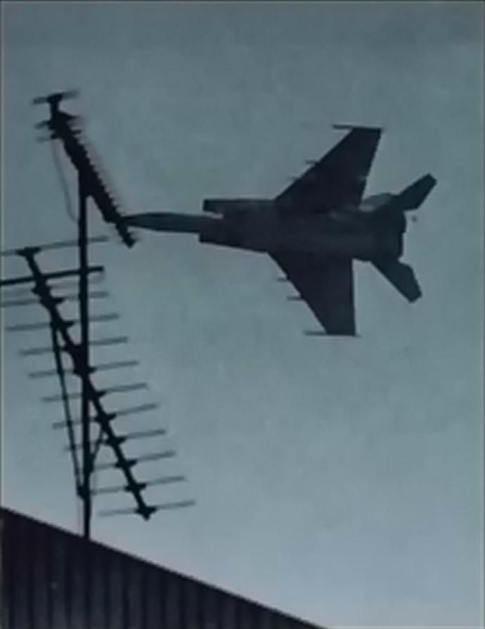 MiG-25 over Hakodate Hokkaido Shimbun