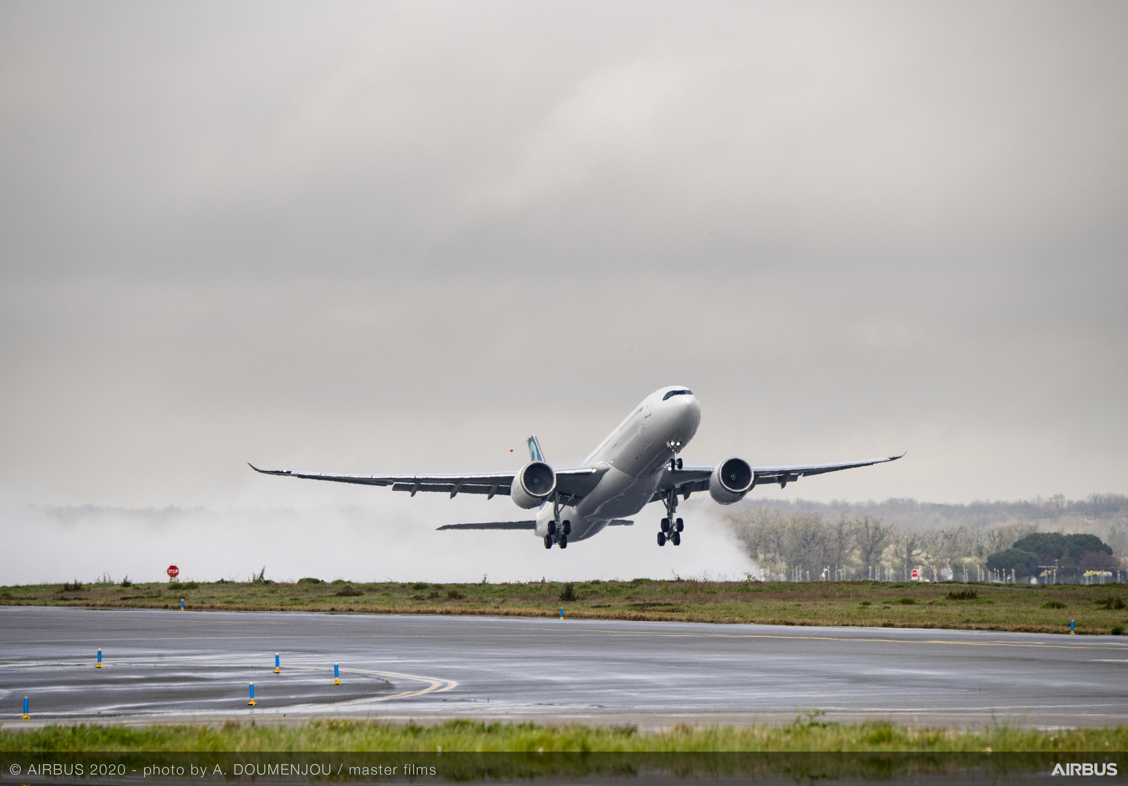 A330-900-Airbus-MSN1967-251-tonnes-first-flight-002